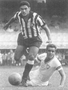 Com Garrincha, os defensores ficavam no chão.