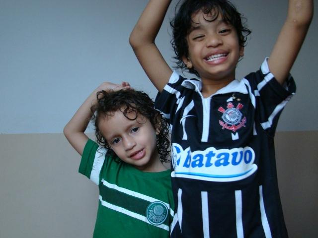 Meus filhos: Anna Clara (4) e Israel (5).